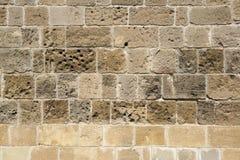 一个古老大厦的老石墙 免版税库存图片