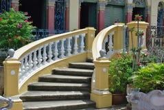 一个古老房子的一层哥特式样式楼梯 库存图片