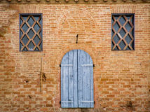 一个古老托斯坎大厦的窗口的细节 免版税库存图片