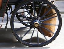 一个古老支架的轮子在moviment的 库存图片