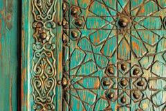 一个古老无背长椅门的细节 库存照片