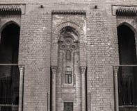 一个古老清真寺的墙壁在老开罗,埃及 免版税库存图片