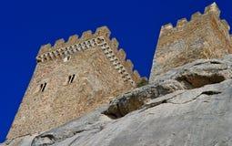 一个古老热那亚堡垒的废墟一座山的在Sudak,克里米亚,乌克兰 库存图片
