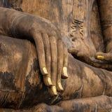 一个古老菩萨雕象的手 库存图片