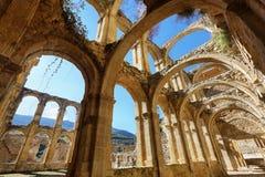 一个古老被放弃的修道院的废墟在圣玛丽亚de rioseco,西班牙 库存照片