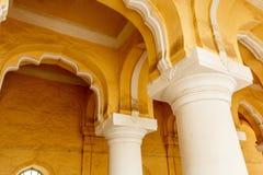 一个古老Thirumalai Nayak宫殿的宽看法有柱子的,雕塑,曲拱,马杜赖,泰米尔・那杜,印度, 2017年5月13日 免版税库存图片