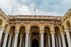 一个古老Thirumalai Nayak宫殿的宽看法有柱子的,雕塑,曲拱,马杜赖,泰米尔・那杜,印度, 2017年5月13日 库存照片