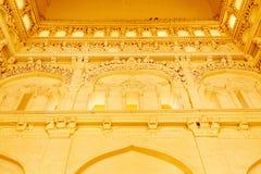一个古老Thirumalai Nayak宫殿的看法有雕塑的在墙壁,马杜赖,泰米尔・那杜,印度, 2017年5月13日上 库存图片