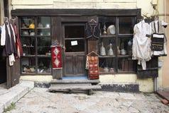 一个古色古香和传统服装店 免版税图库摄影