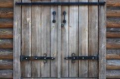 一个古色古香的木门的纹理从第16个和第17个cen的 库存照片