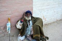 一个可怜的街道叫化子在巴基斯坦 免版税库存图片
