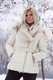 一个可爱的女孩的画象在冬天穿衣 库存图片