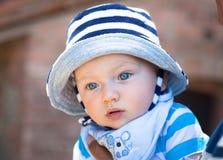 一个可爱的男婴的画象 免版税库存图片