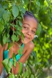 一个可爱的矮小的非裔美国人的女孩的纵向 库存照片
