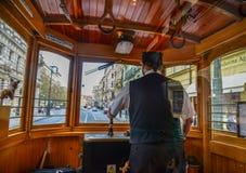 一个司机在葡萄酒木电车驾驶舱内  免版税库存照片