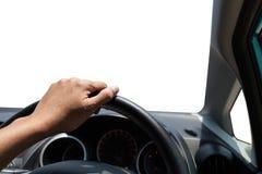 一个司机的手在汽车方向盘的在白色背景的 免版税库存照片