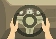 一个司机的手在汽车的方向盘的 库存图片