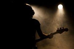 一个吉他弹奏者 库存照片