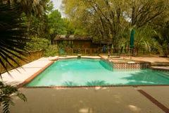 一个后院水池在佛罗里达 免版税库存照片