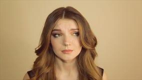 一个哀伤的女孩的画象,充分的hd录影 股票录像