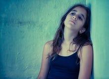 一个哀伤的拉丁女孩的艺术性的纵向 免版税库存图片