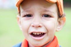 一个哭泣的小男孩的画象 库存图片