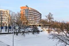 一个商业中心的建筑在湖Nizhnee的。加里宁格勒,俄罗斯 免版税图库摄影