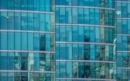 一个商业大厦的玻璃窗 库存图片