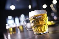 大啤酒杯 免版税库存照片