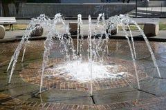 一个喷泉在城市 库存图片