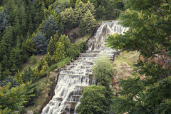 一个喷泉在庭院里用水 免版税库存图片