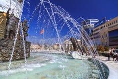 一个喷泉的狮子雕象在马其顿正方形的 库存照片