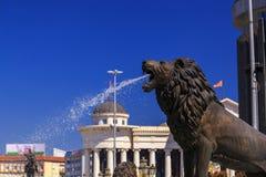一个喷泉的狮子雕象在马其顿正方形的 库存图片