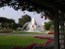 一个喷泉的风景天视图在不可思议的水电路的在利马储备公园 库存图片