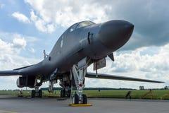 一个四引擎的超音速易变打扫翼,喷气机动力的重的战略轰炸机罗克韦尔B-1B持枪骑兵 免版税库存图片