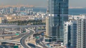 一个回教族长zayed路交叉点的鸟瞰图一大城市timelapse的 股票录像