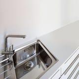 一个国内厨房的水槽 免版税库存图片