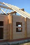 一个国家木房子的墙壁从酒吧的 库存照片
