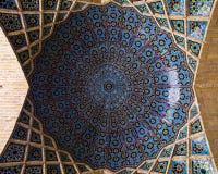 一个圆屋顶在纳斯尔Al马尔克清真寺,设拉子,伊朗 免版税库存照片
