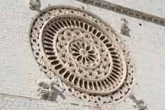 一个圆花窗的特写镜头,圣法兰西斯,阿西西,意大利大教堂  免版税图库摄影