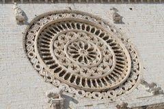 一个圆花窗的特写镜头,圣法兰西斯,阿西西,意大利大教堂  免版税库存照片