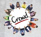 一个圈子的不同的人与人群概念 免版税库存照片