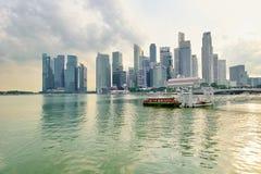 一个在街市核心的风景游船场面 免版税库存照片