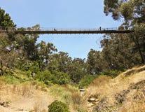 一个地方地标,云杉的街道吊桥,在圣地亚哥 库存图片