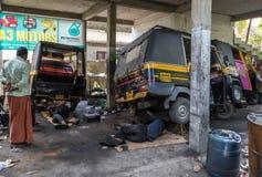 一个地方` tuk tuk `自动人力车修理车库n堡垒科钦, K 库存照片