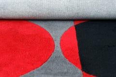 一个地毯的特写镜头与五颜六色的圈子样式的 免版税库存照片