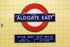 一个地铁站的商标在伦敦,英国 免版税图库摄影