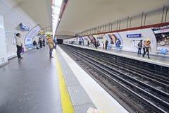 一个地铁车站的内部在巴黎 免版税库存图片