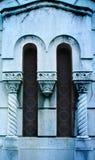 一个坟茔的侧面窗在老坟园的 免版税库存图片