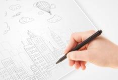 一个城市的人图画剪影有气球和云彩的在a 免版税库存图片